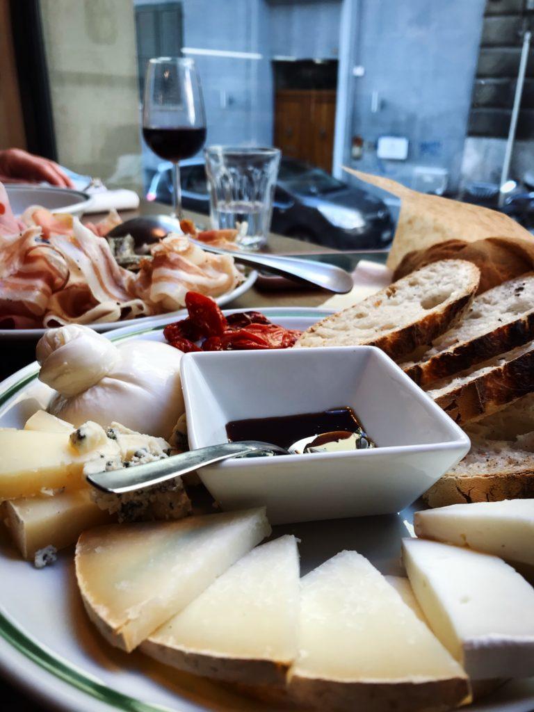 Pranzare a Cagliari con salumi e formaggi da Vicinato Alimentare | © Jessica Cani
