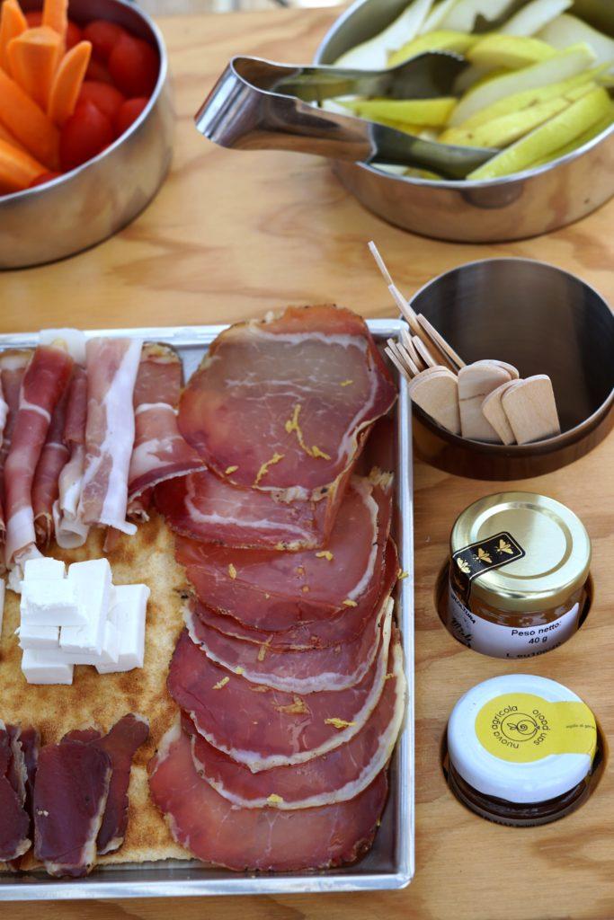 Salumi, formaggi e confetture sui Sailover   ©Jessica Cani