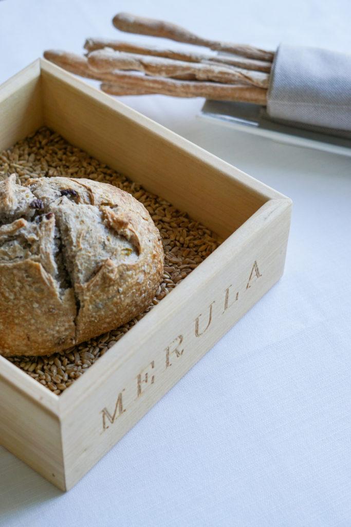 Grissini e pane con olive e noci al Merula di Dorgali | © Jessica Cani